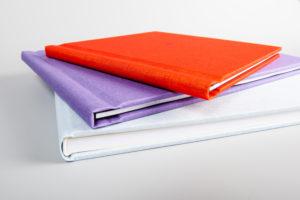 Fotoalben mit verschiedenen Einbandfarben